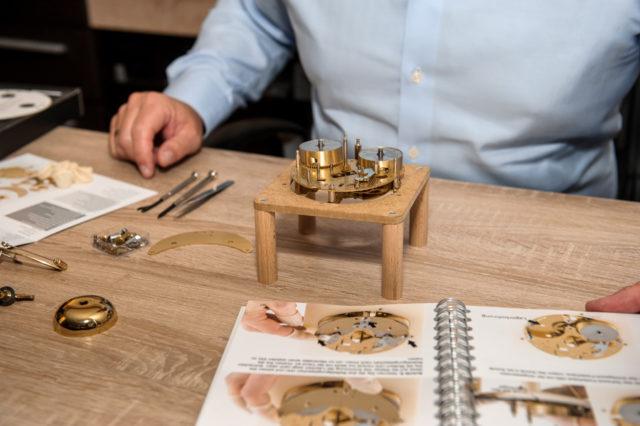 Horaculix HC1: Der Uhrenbausatz bei der Montage