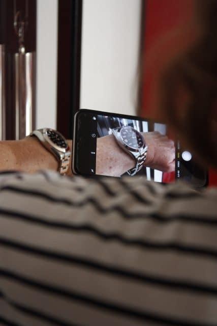 Die Basler Versicherung bietet jetzt einen Service, seine Uhr per App zu versichern.