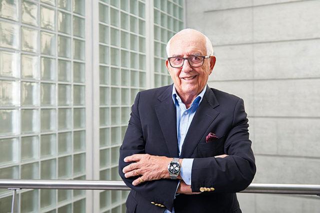 Begeisterter Träger: TAG-Heuer-Ehrenpräsident Jack Heuer mit der neuen Autavia
