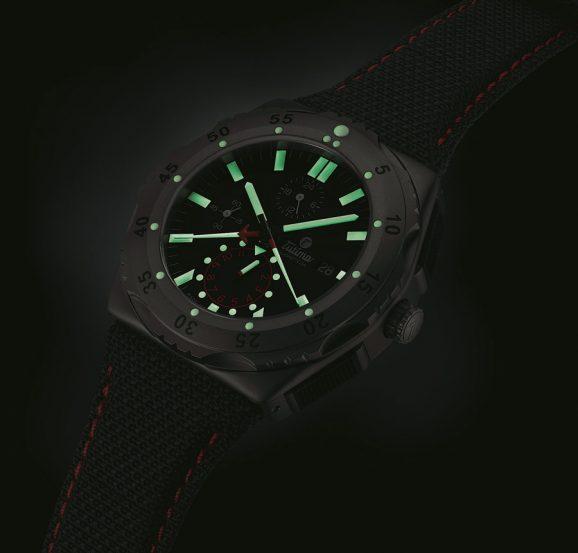 Auch bei Dunkelheit lassen sich beim Tutima M2 Pioneer Chronograph alle Funktionen und Einrichtungen gut ablesen und benutzen