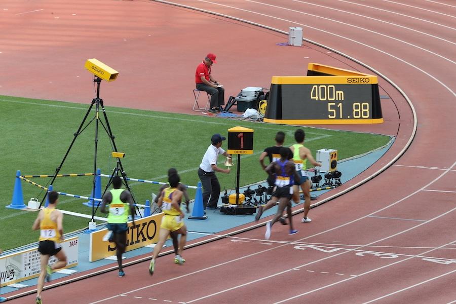 Seiko baute die erste elektronische Anzeigetafel bereits 1964 anlässlich der Olympiade in Tokyo.