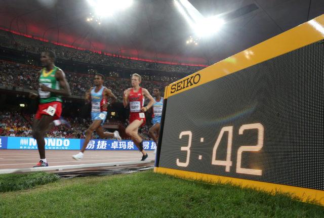 Die inoffizielle Zeit wird schon während des Rennen signalisiert. Offiziell wird sie erst nach der Auswertung durch die Schiedsrichter.