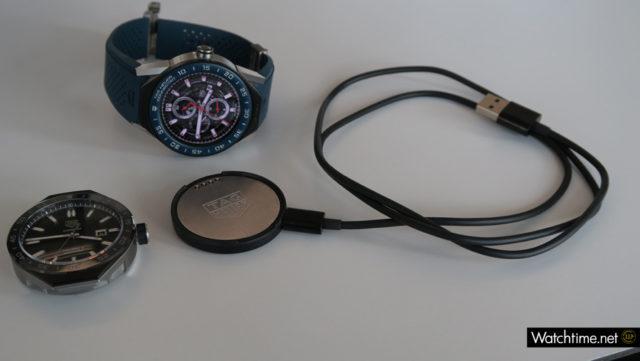 TAG Heuer Connected Modular 45 mit Mechanikmodul und Ladekabel