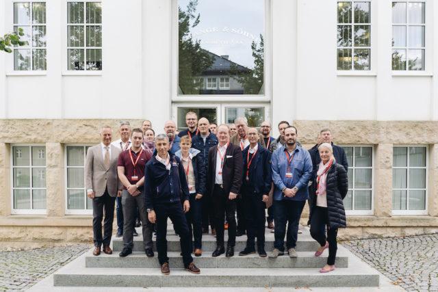 Wilhelm Schmid, CEO vonA. Lange & Söhne begrüßt die Gäste vor der Manufaktur in Glashütte.