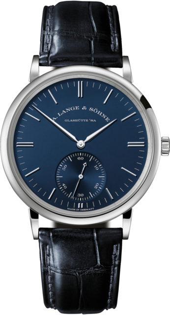 Die A. Lange & Söhne Saxonia Automatik mit blauem Zifferblatt mit 38,5 Millimeter im Durchmesser