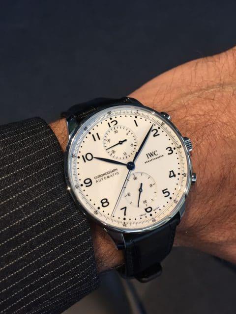 """Nun mit Manufakturkaliber: Im 41 Millimeter großen Edelstahlgehäuse der IWC Portugieser Chronograph Edition """"150 Years"""" tickt das hauseigene Automatikkaliber 69355. Die Uhr gibt es mit weißem oder blauem Emaillackzifferblatt - jeweils 2.000 Stück (7.800 Euro)."""