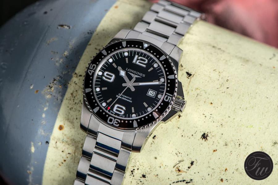 5edb6cb7360 Hands-on  Longines HydroConquest