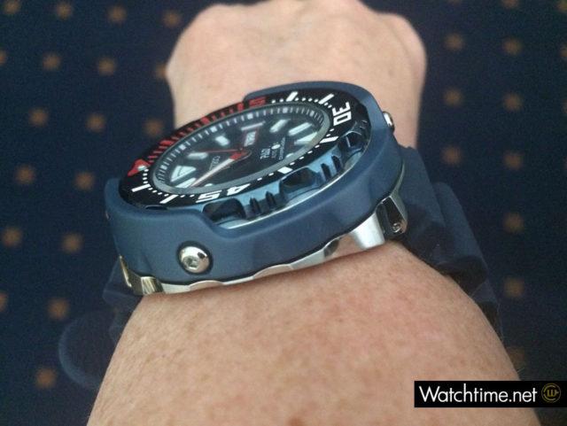 Flanke der Seiko Prospex Diver's-Automatik PADI Special Edition