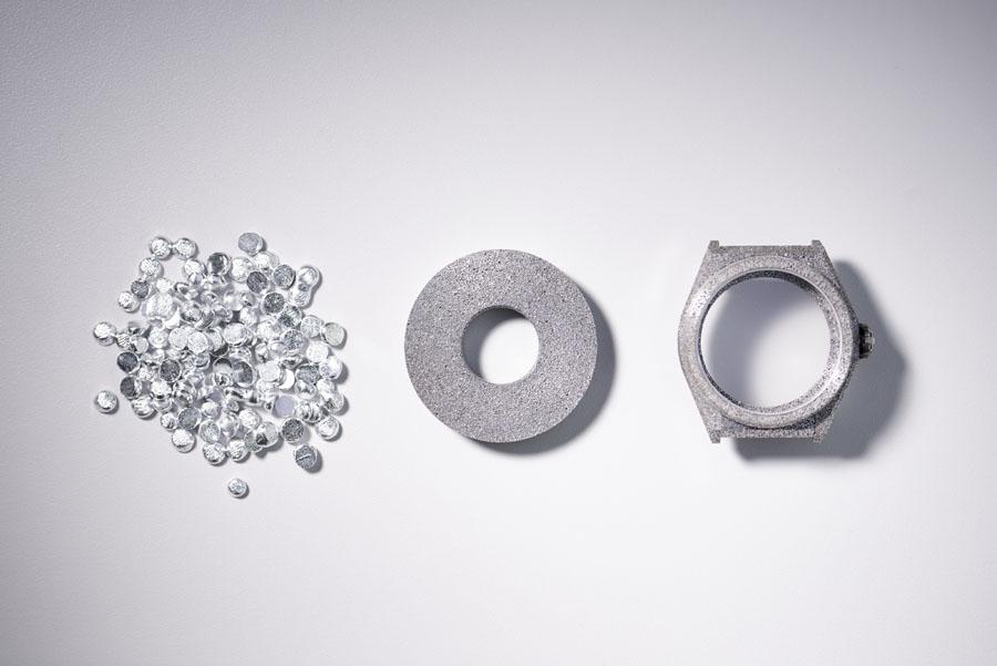 Das Gehäuse der Zenith Defy Lab besteht aus dem superleichten Aluminium-Komposit Aeronith