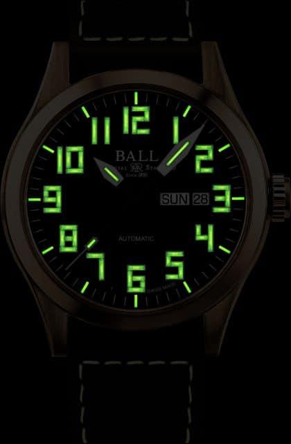 Leuchtintensiv bei Nacht: die Ball Watch Engineer III Bronze Star