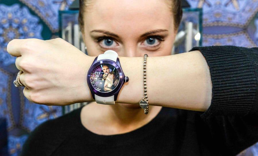Elisabetta Fantone mit der Corum Bubble Mona Lisa