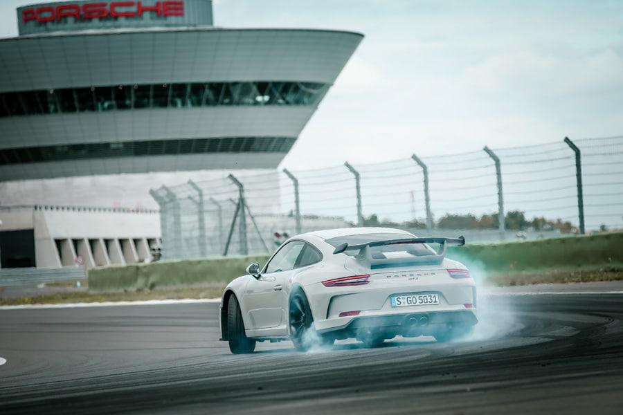 Porsche Design inside: Auf der Rennstrecke in Leipzig haben wir den Porsche 911 GT3 nicht geschohnt