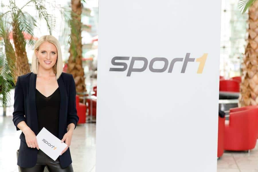 Die Sportmoderatorin Ruth Hofmann stellt Fragen zur Zukunft der Uhrmacherei.