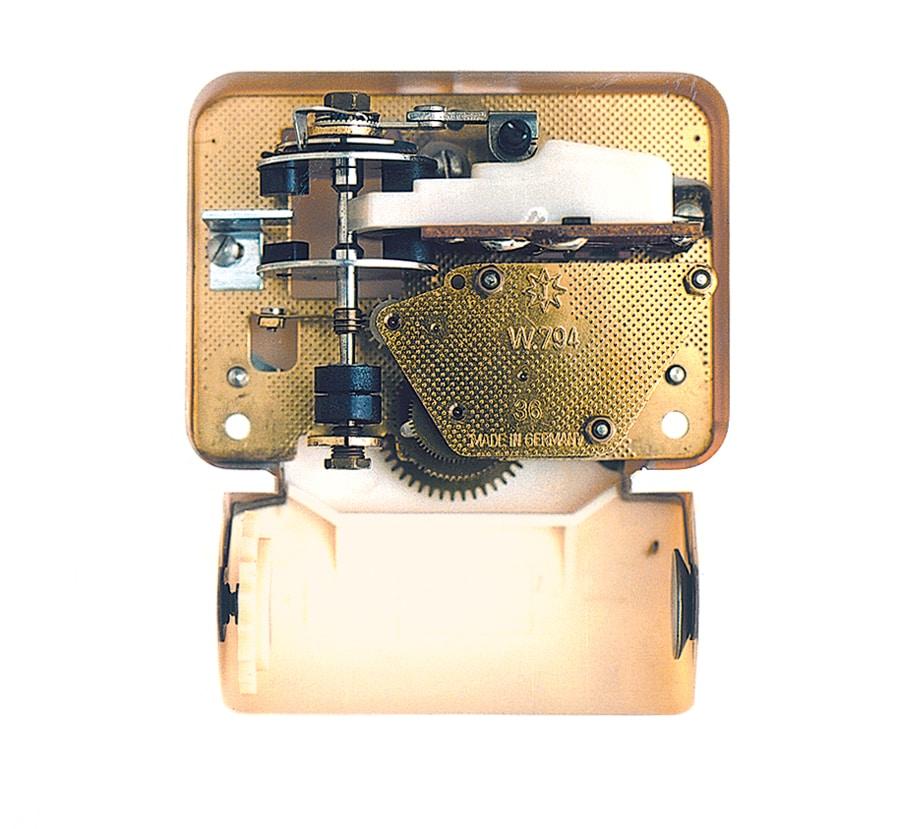 In den Sechzigern verwendete Junghans das transistorgesteuerte ATO-Mat-Werk für die legendäre Küchenuhr