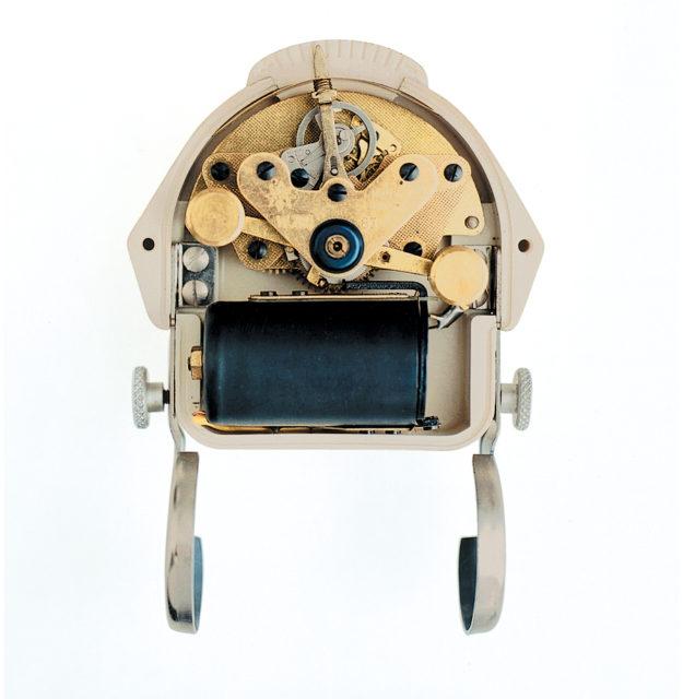 Modernes Innenleben für ein modernes Design: Das Elektora-Batteriewerk trieb Bills Küchenuhr an
