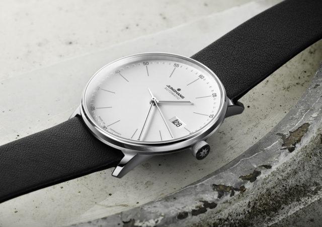 Das UHREN-MAGAZIN testet Uhren im Bauhaus-Stil: die Junghans Form A