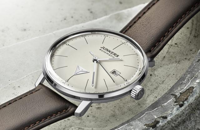 Das UHREN-MAGAZIN testet Uhren im Bauhaus-Stil: die Junkers Bauhaus Automatic