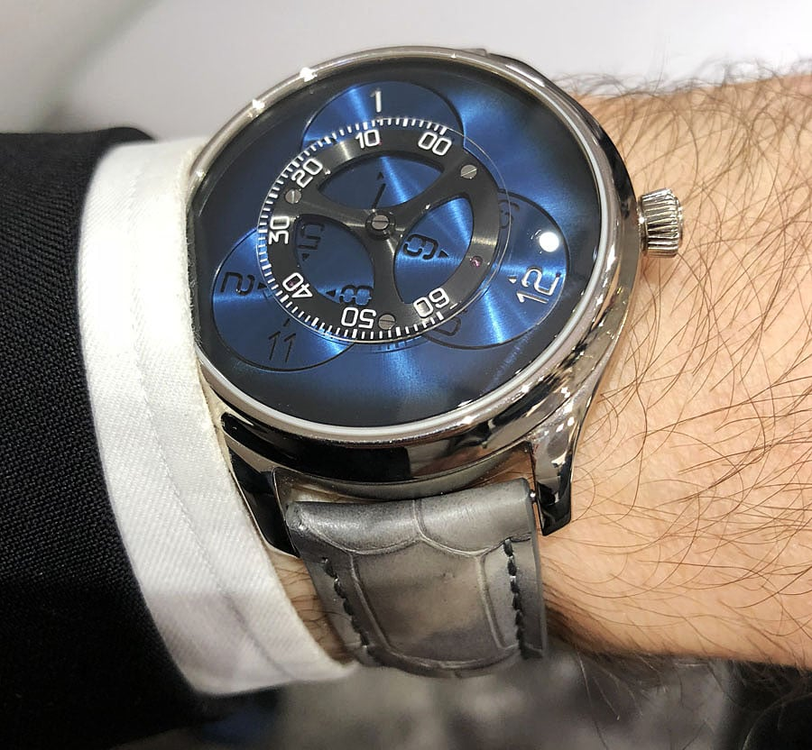 Wristshot H. Moser & Cie.: Endeavour Flying Hours