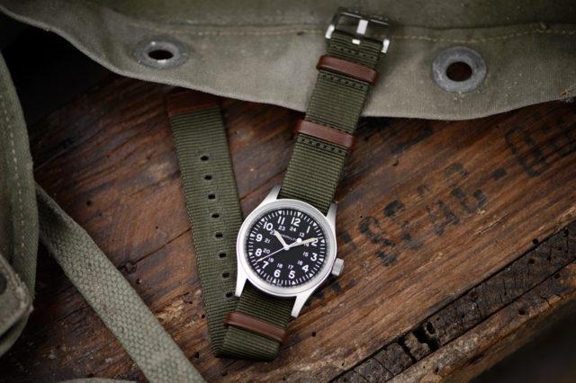 Hamilton: Khaki Field Mechanical 38 mm mit schwarzem Zifferblatt und grünem Band
