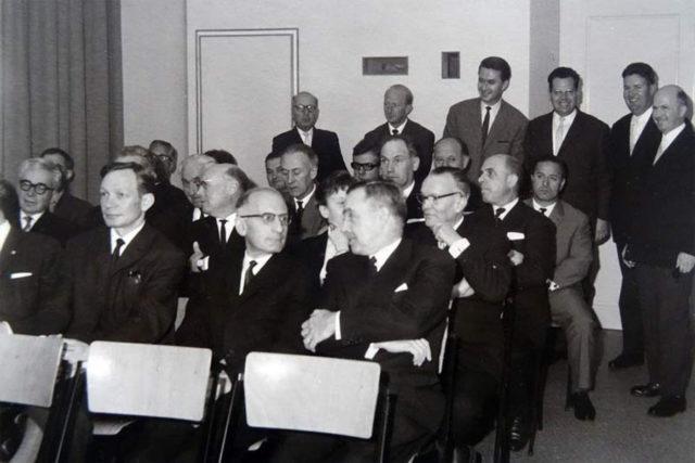 Helmut Sinn, vorn links im Bild, 1965 zur 100-Jahr-Feier von Guinand