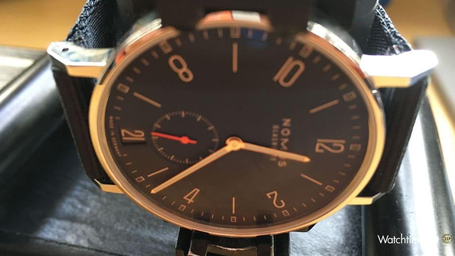 """Lage: 9H – 9 Uhr oben auf der Zeitwaage, entspricht der Position """"Krone unten"""""""
