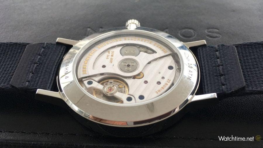 Nomos Glashütte: Autobahn neomatik Datum mit dem Uhrwerk DUW 6101 während des exklusiven Tests