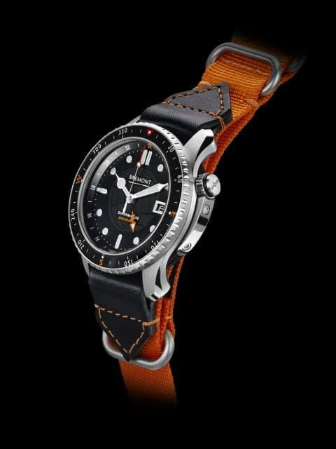Bremont Endurance GMT: Die zusätzliche 24-Stunden-Anzeige ermöglicht mit Hilfe des zentralen Zeigers mit Pfeilspitze das Ablesen der zweiten Zeitzone (Titan, 43 mm, Automatikwerk Eta 2893, 5.500 Euro).