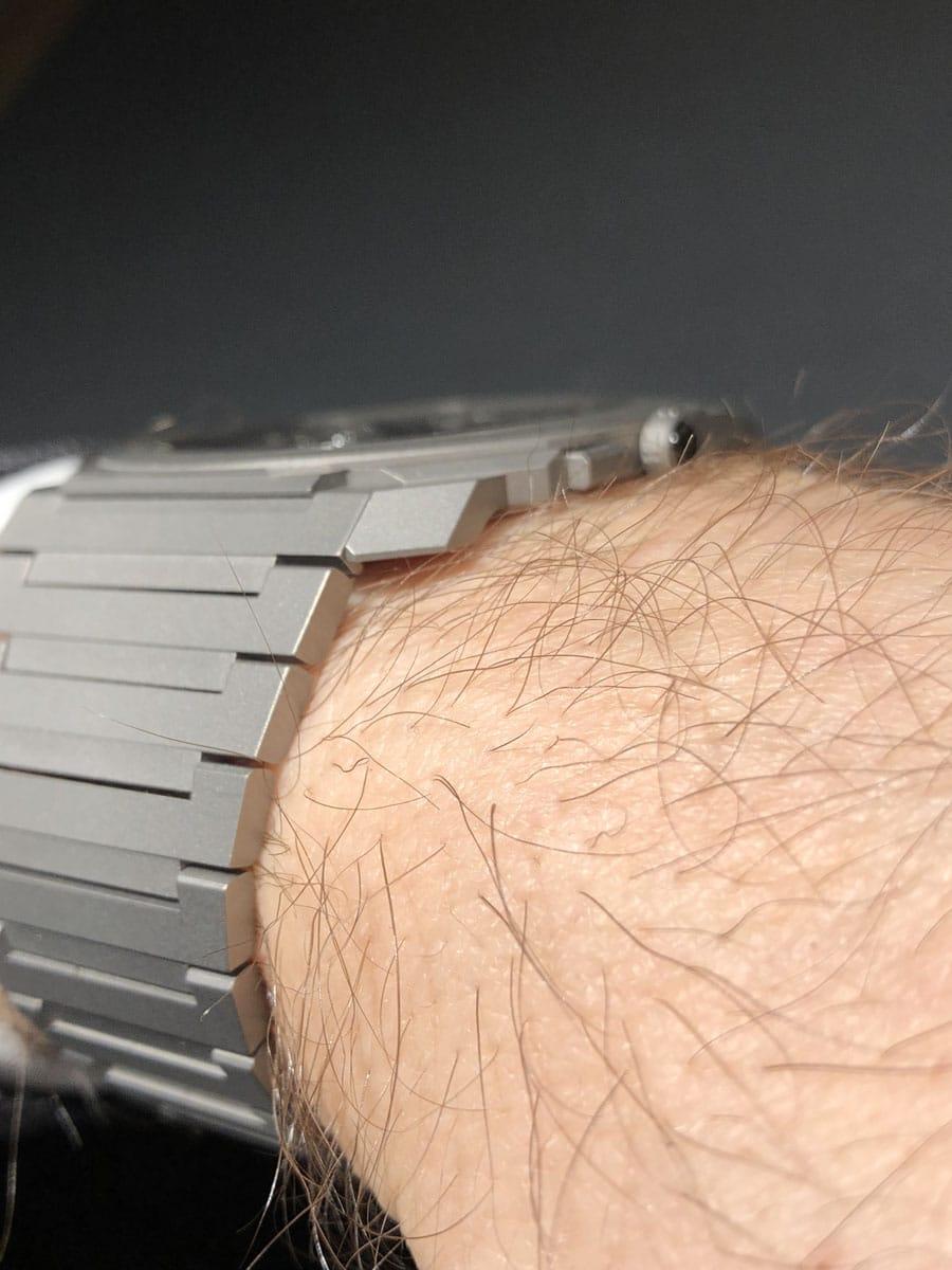 So liegt die 3,95 Millimeter falche Bulgari Octo Finissimo Tourbillon Automatic am Handgelenk