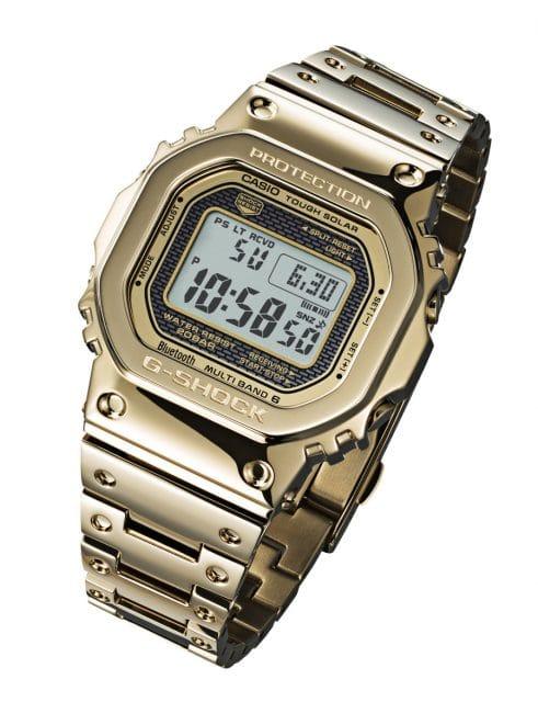 Das Edelstahlgehäuse der Casio G-Shock GMW-B5000TFG-9 trägt eine goldfarbene DLC-Beschichtung.