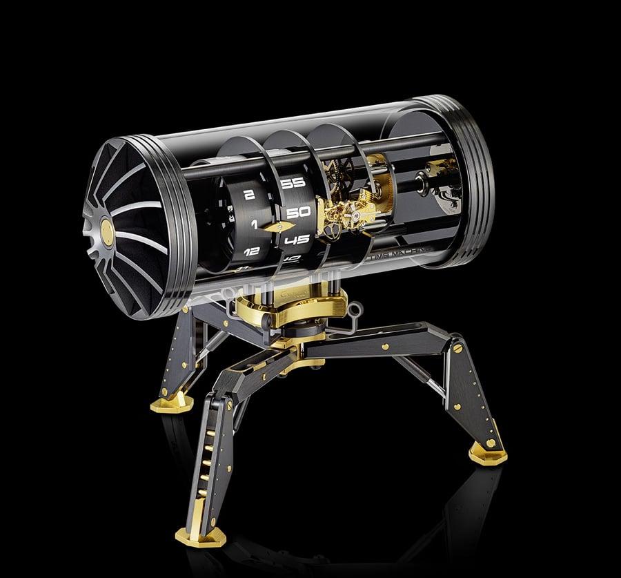 Die Time Machine von L'Epée 1839 ganz in Schwarz mit goldenen Elementen.