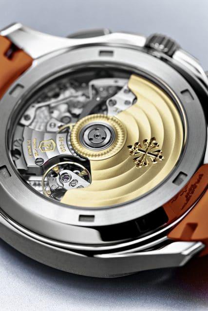 Durch den Gehäuseboden lässt sich bei der Patek Philippe Aquanaut Chronograph das automatische Manufakturkaliber CH 28-520 C betrachten
