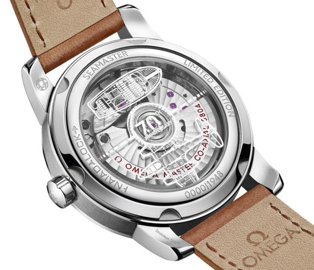 Omega: Master Chronometer Uhrwerk der Seamaster 1948 hinter graviertem Saphirglasboden