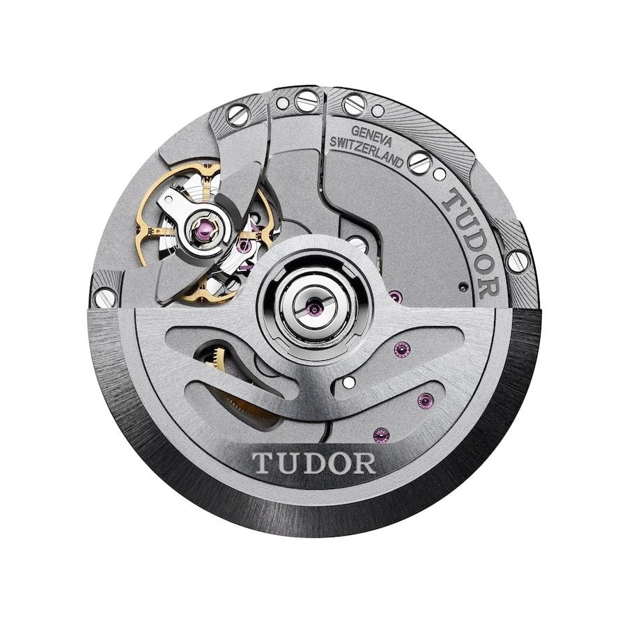 Das Tudor Manufakturwerk MT5652 bietet eine GMT-Funktion und eine Gangautonomie von 70 Stunden.