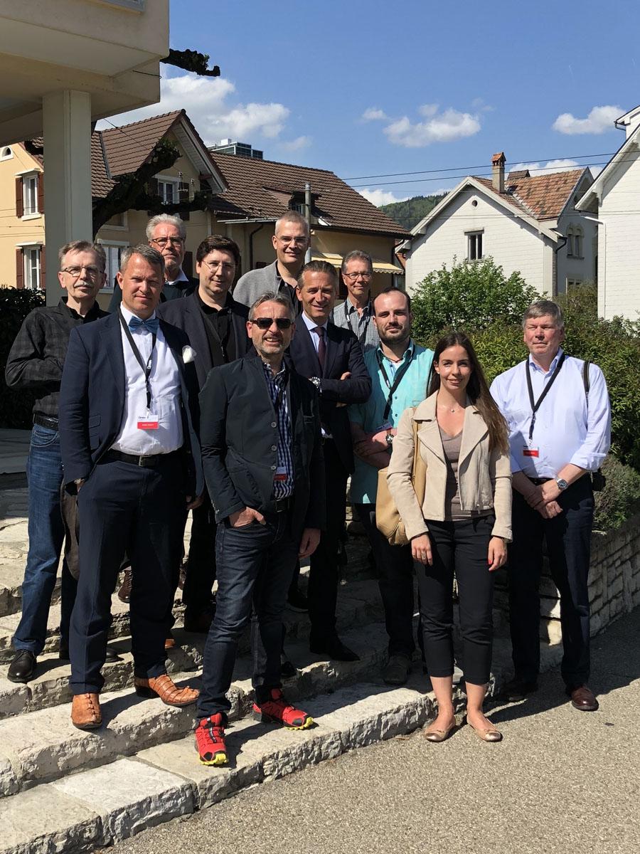Chronos Leserreise 2018: Die Teilnehmer mit Omega-Präsident Raynald Aeschlimann
