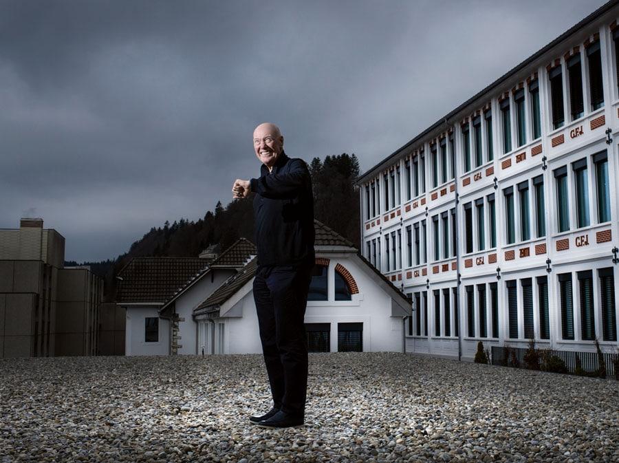 Jean Claude Biver auf dem Dach eines der 18 Gebäude der Zenith-Manufaktur in Le Locle