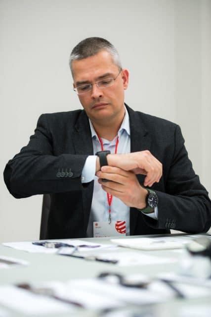 Rüdiger Bucher bei der Jurierung des Red Dot Design-Awards