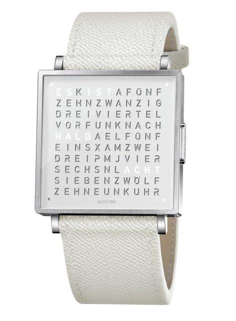 QlockTwo: W35 Pure White mit weißem Lederband
