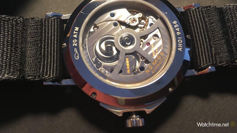 Nomos Glashütte: Uhrwerk DUW 5101 in der Ahoi Atlantik Datum