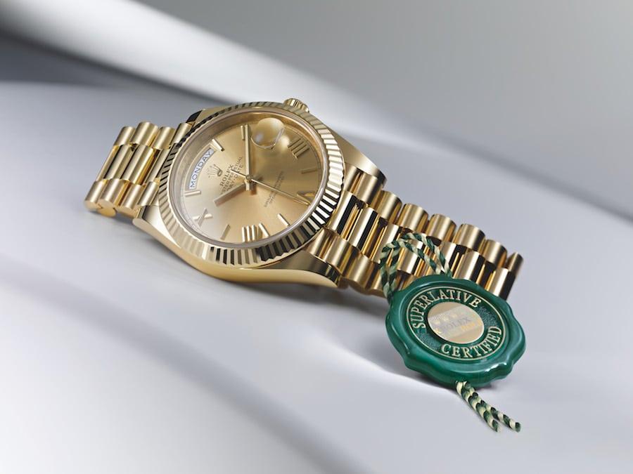 Rolex testet die Ganggenauigkeit erneut, nachdem das Werk in der Uhr verschalt ist.
