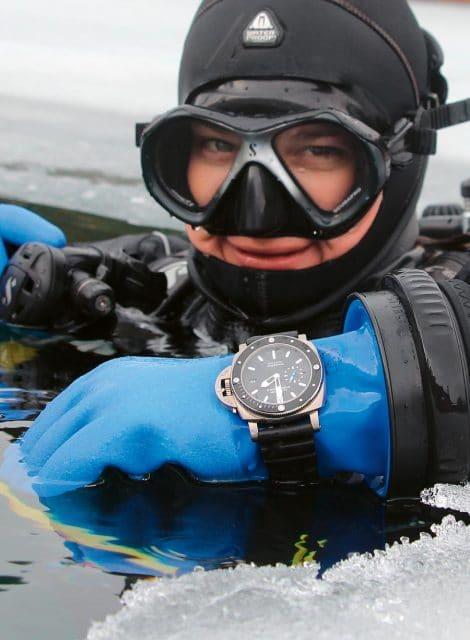 Test im Eis: Panerai Luminor Submersible 1950 Amagnetic 3 Days Automatic Titanio