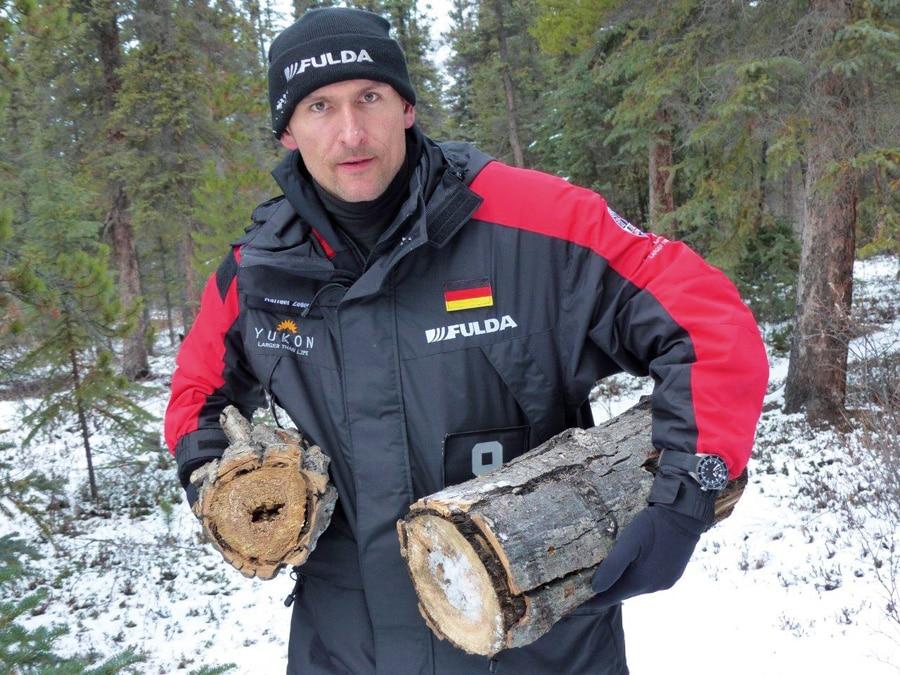 Bei der Fulda Challenge trug Raffael Zeller die Fliegeruhr EZM9 von sinn Spezialuhren.