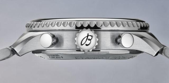 Breitling: Seitenansicht der Navitimer 8