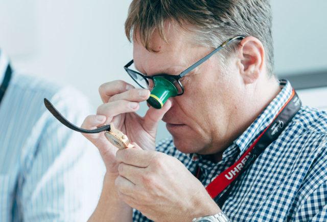 Die Uhrwerke von Glashütte Original begeistern mit zahlreichen traditionellen Veredelungen wie dem Glashütter Streifenschliff, polierten Stahlteilen oder gebläuten Schrauben.inal Workshop