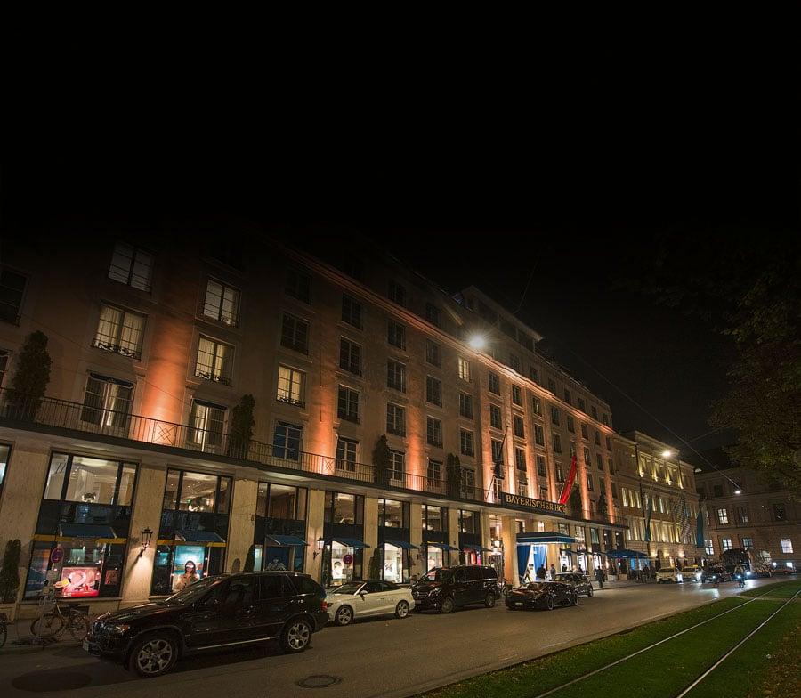 Angemessene Location: Das Hotel Bayerischer Hof in München