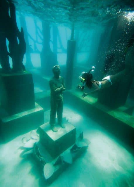 """Unterwasser-Installation """"Coralarium"""" von Jason deCaires Taylor auf den Malediven"""