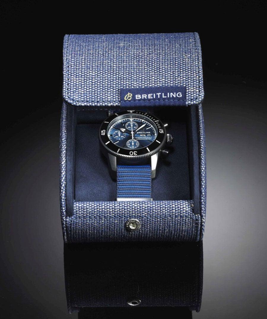 Die Verpackung der Breitling Superocean Heritage II Chronograph 44 Outerknown besteht aus Recyclingmaterialien