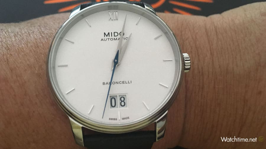 Mido: Baroncelli Big Date am Handgelenk