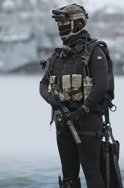 Kampfschwimmer des Kommando Spezialkraefte der Marine mit Sinn UX S
