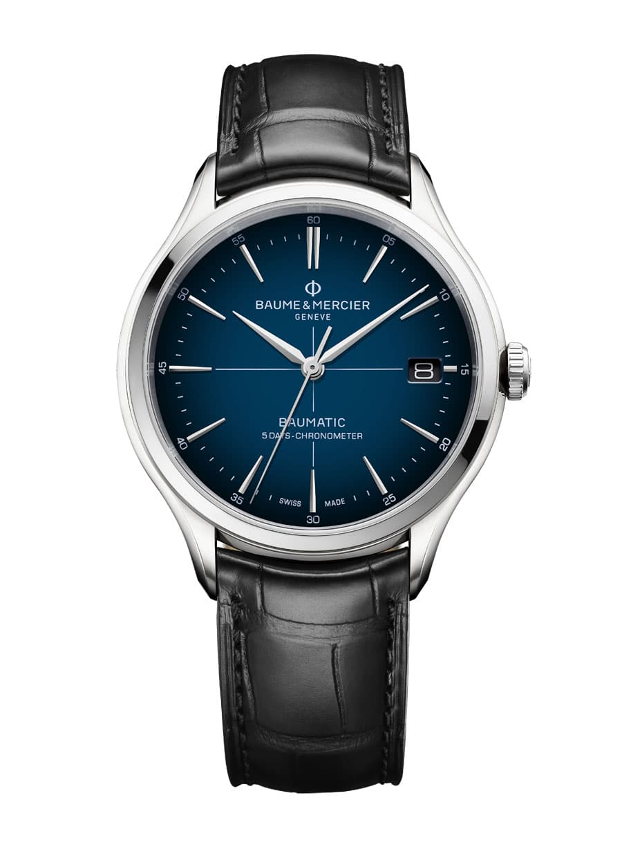 Baume & Mercier: Clifton Baumatic COSC Cadran Bleu, mit einem Zifferblatt in Blau, am Lederband