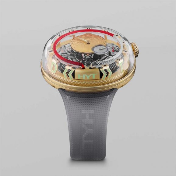 """Rund um die Saphirglaskuppel des limitierten HYT-Modells verläuft das Motto """"Time is Fluid""""."""